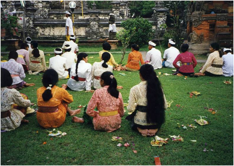For the ceremony the temple is decorated for Shiva with white fabrics. After the ceremony offerings are scattered on the ground.