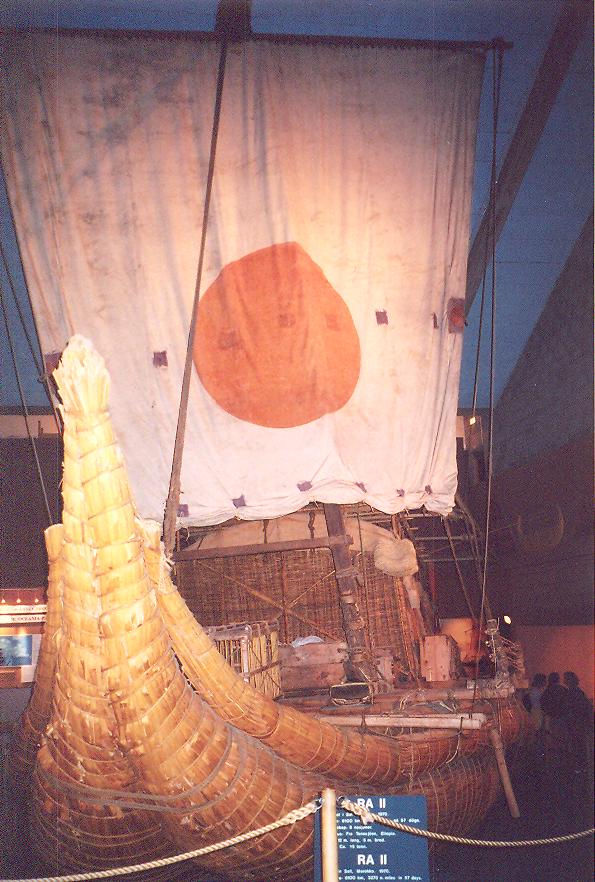 Thor Heyerdahl aynı şekilde Mısır –Güney Amerika arasında da gidiş-gelişler olduğunu ispat etmek istiyordu. Bu defa teknesini papirüsten Çadlılara yaptırdı. 15 metrelik, Ra adlı tekne 1969 yılında Fas'tan yola çıktı ama Amerika'ya varamadan battı. Heyerdahl ikinci bir tekne daha yaptırdı. Bu defa, 12 metrelik tekneyi Aymaralara yaptırdı, adını Ra II koydu. Ra II, 1970'de Fas'tan yola çıktı, bu defa Barbados'a vardı. Aymaraların bu tip tekneleri günümüzde Titicaca Gölü'nde kullanmaya devam ettiklerini Peru dosyamızda sizlerle paylaşmıştık.