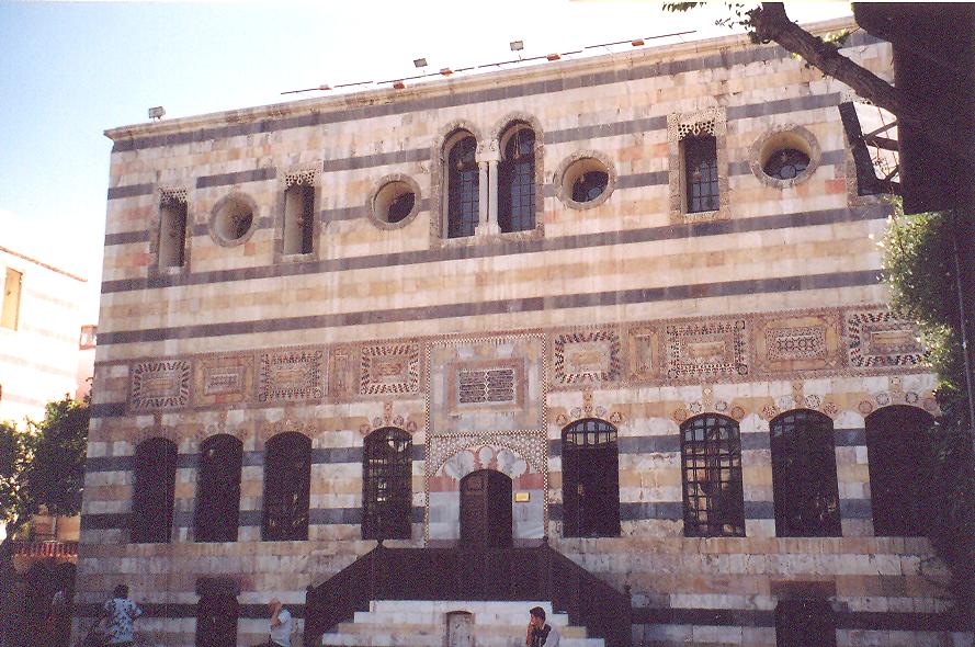Azem Sarayı- Şam valisi, Azm ailesinden Esat Paşa'nın sarayının selamlık binası. Saray, 20. yüzyılda Fransızlara satılmış. 1925'de Fransızlara karşı çıkan ayaklanmada zarar görmüş. Günümüzde etnoğrafya müzesi.