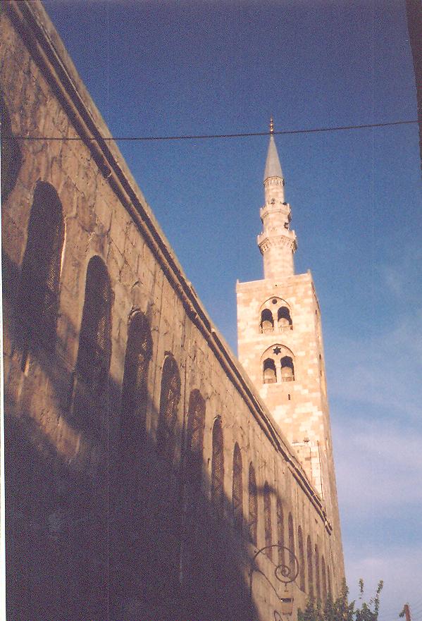Güney doğudaki üçüncü minare. Adı, İsa minaresi. Kıyamet Günü'nde İsa'nın buradan yeryüzüne ineceğine inanıldığı için bu ad verilmiş.