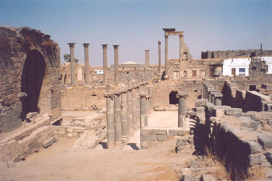 Bu açıdan bakınca hamamın bölümlerini kullanım sırasına göre görebiliyoruz: Değişme odası, calidarium, tiepidarium, frigidarium.