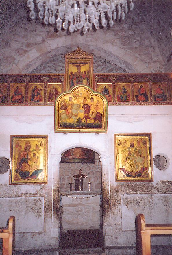 Aziz Sergius Manastır ve Kilisesi- Binanın bazı bölümleri dördüncü yüzyıldan kalma imiş. Burası bir Bizans kilisesi. İkonostatis var ama bir Katolik kilisesi. Sunak masasının üzerindeki çukur buranın daha önce hayvan kurban edilen bir pagan tapınağı olduğunu gösteriyor. Muhtemelen bir Apollo tapınağı imiş. İkonostatis üzerinde görülen ikonalar ondokuzuncu yüzyıldan.