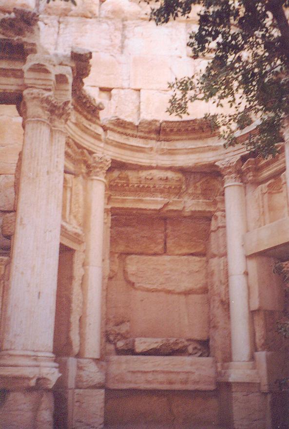 Baal-Shamine Tapınağı- Yeryüzü, gökyüzü, yağmur ve verimlilik tanrısı adına birinci yüzyılda yapılmış.