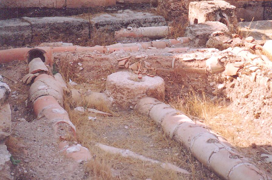 Apamea'nın su yolları ve su yollarının bağlantı parçası.