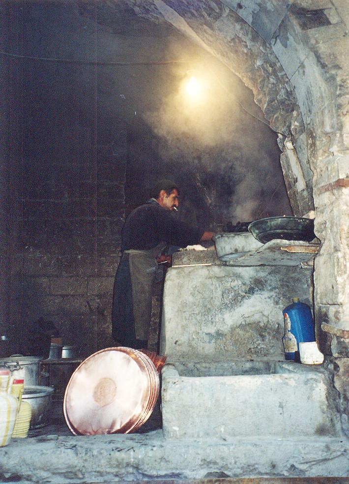 Konu ile ilgili fotoğrafları geleneksel halk sanatlarımızdan seçmek istedik. Bakırcı, Mardin, 2001.