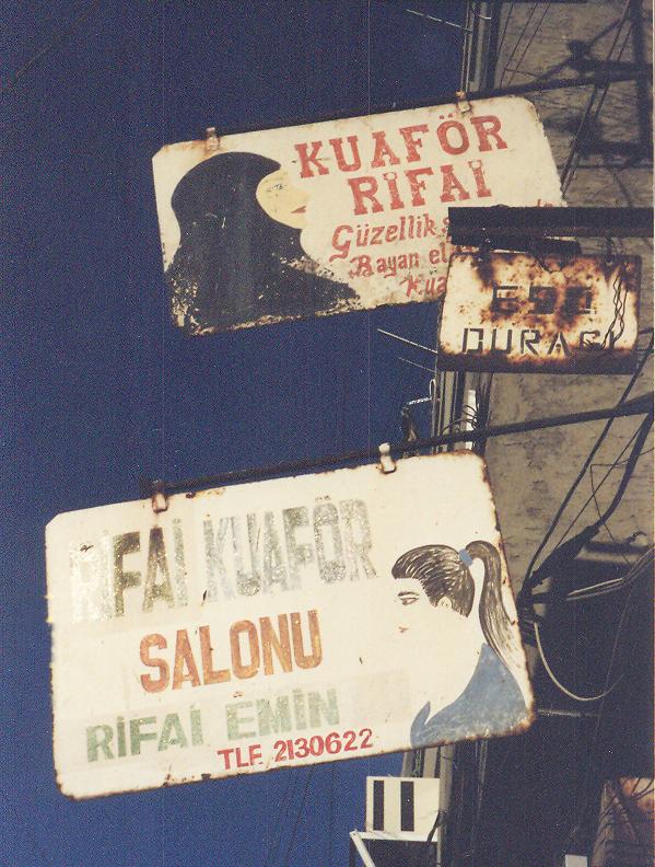 Mardin'de kuaför tabelaları, 2001.