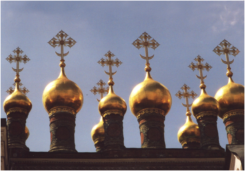The heavy snows and rain necessitated this characteristic style of roof, domes rising up from cylindrical drum-like structures. Russian Federation – Moscow, Terem Churches.