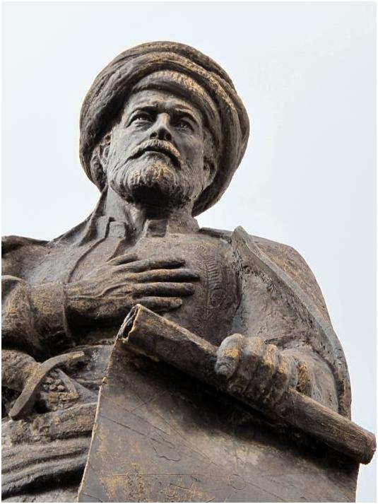 Karaman'daki Piri Reis heykeli. Doğum yeri Gelibolu'da da heykeli dikilmiş ve müzesi açılmıştır.