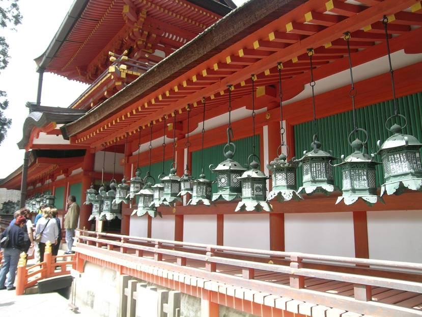 Kasuga Tapınağının bronz fenerleri.