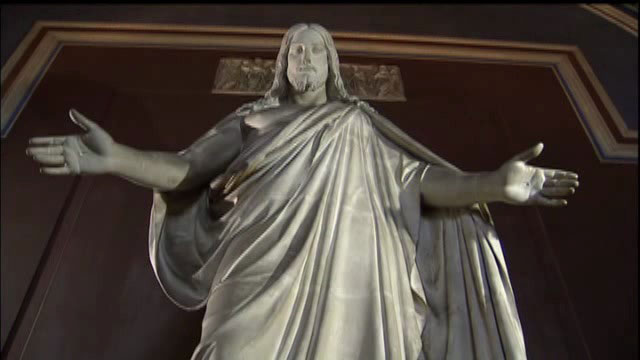 Danimarkalı/İzlandalı heykeltraş Bertel Thorvaldsen'ın (1770-1844) ünlü İsa'sı 19.yüzyılda en çok kopya edilen dinsel heykellerden biri oldu. Romantik bir duyarlıkla yapılmış eserinde  İlkçağ estetiği ile çağcıl idealin bileşimini sundu. İsa bir İlkçağ gibi canlandırılmıştır,ama İsa kendisine bakanlara doğru kolunu uzatmıştır. Oysa, böyle bir hareket bir İlkçağ heykeli için düşünülemezdi. Thorvaldsen'in İsa'sı büyük bir fiziksel gücü olan ama büyük büyük bir ruhsal yeteneğe de sahip bir İsa'dır.