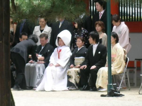 Kyoto'da Heian Cinca'da rastladığımız Japon gelin ile batılı damadın geleneksel tören sonrası fotoğraflarını çekmiştik.