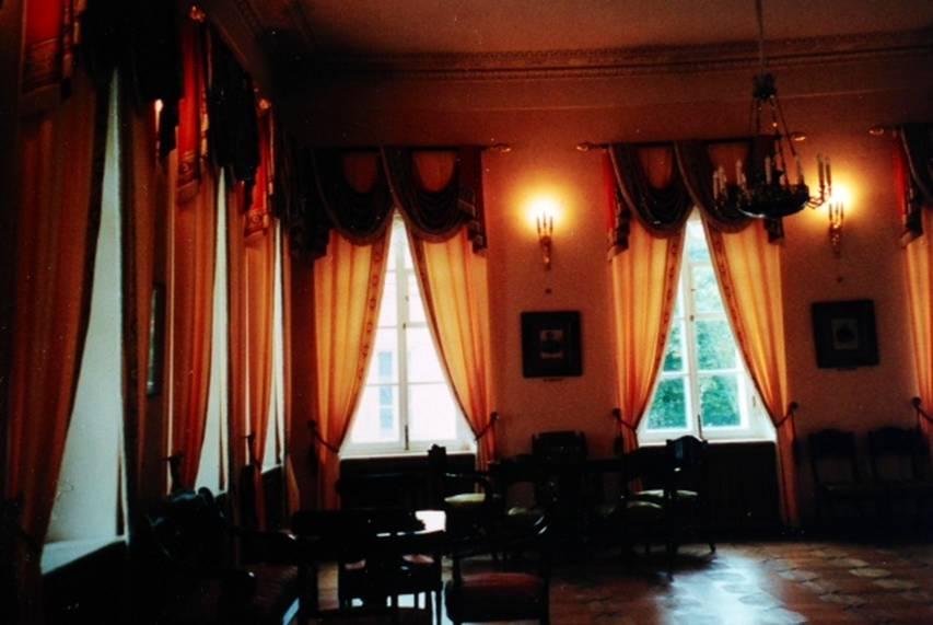 Moskova'da Arbat Sokağı'ndaki Puşkin Evi, Ampir tarzında inşa edilmiş güzel bir ev. Puşkin bu evi 1831 yılında Natalya Gonçarova ile evlendikten sonra kiralamış ve üç ay oturmuş. Daha sonra St. Petersburg'a taşınmışlar.