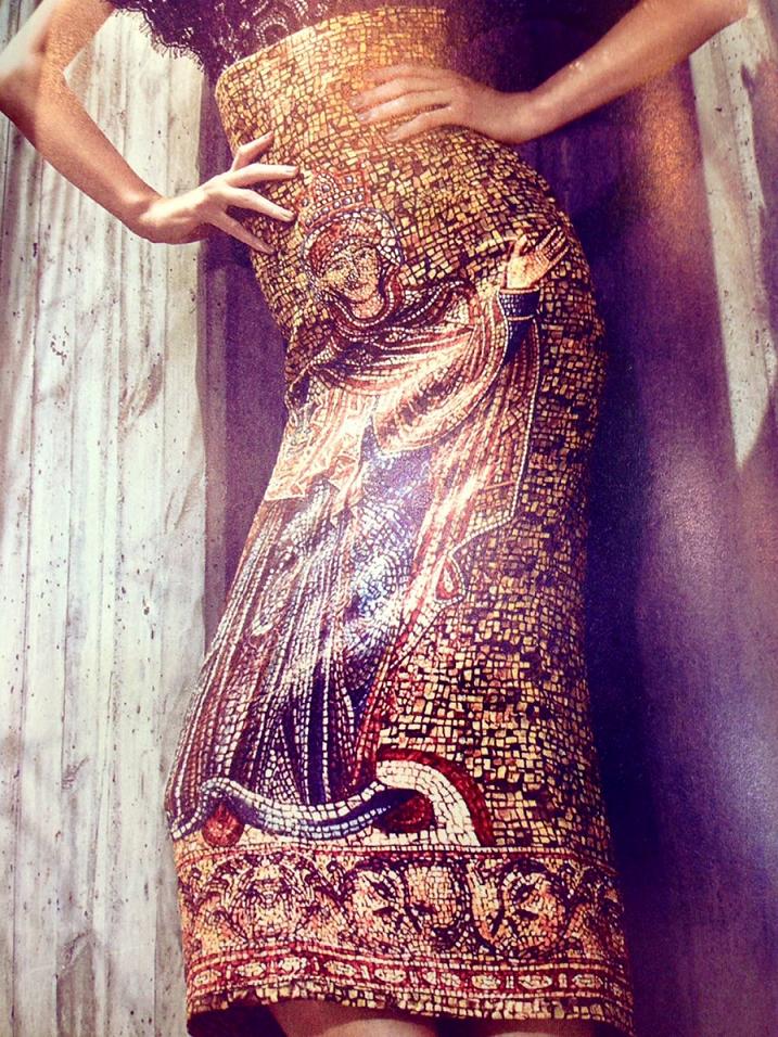 Mozaik desenine Dolce&Gabbana 2013 kreasyonunda da yer verilmiştir.