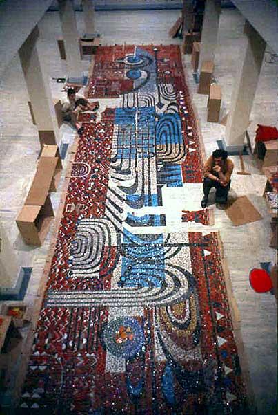 Bedri Rahmi Eyüboğlu, NATO Genel Merkezi için hazırladığı 50 metre karelik mozaik pano için çalışıyor, 1959. Foto: evvel.org