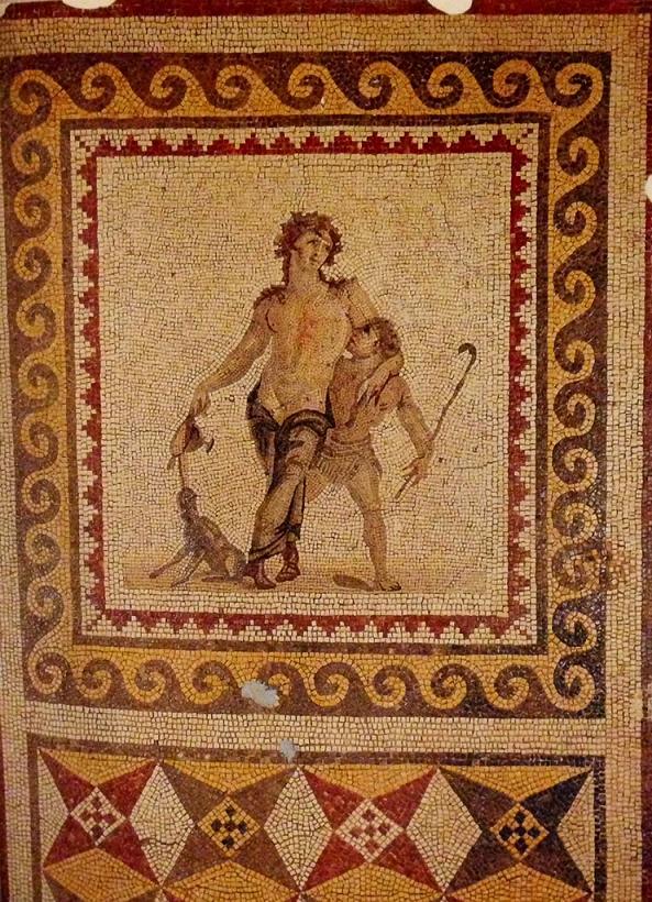 Sarhoş Dionysos Mozaiği,  Antakya'da bulunmuş, 4. yüzyıla tarihleniyor. Dionysos, küçük bir satirin omuzuna yaslanmış. Satirin elinde bir çoban değneği var. Dionysos'un kadehinden dökülen şarabı bir panter içmektedir. Tablonun alt kısmında geometrik desenlerle süslü bir pano bulunmakta. Hatay Arkeoloji Müzesi.