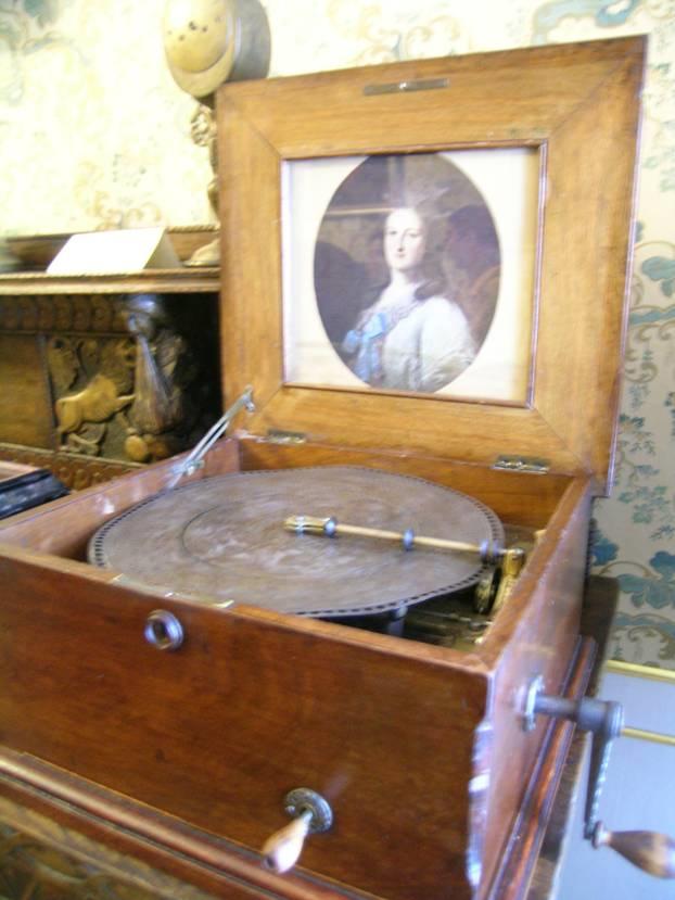 Ukrayna, Lviv'de, Tarih Müzesi'nde hala çalışmakta olan gramofon.