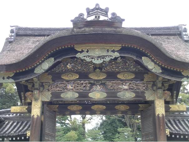 Nijo Kalesi'nin Karamon Kapısı. Altın kaplamalı Momoyama devri tarzı kapı Çin stili.