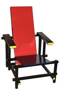 Kırmızı ve mavi sandalye, mimar Gerrit Rietveld dizaynı 1917.