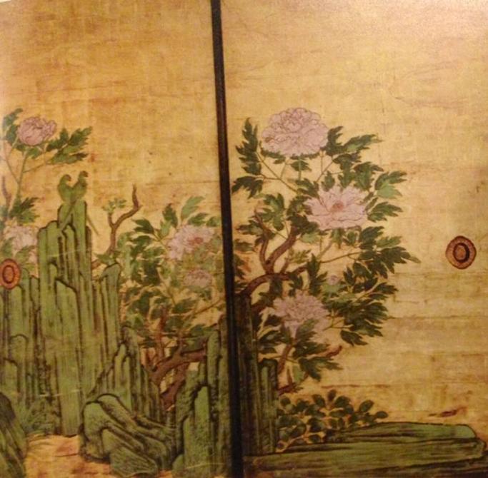 17. yüzyıl başına tarihlenen, sürme kapı üzerine yapılmış olan bu resmin sanatçısının Kano Sanraku olduğu düşünülüyor. Kano Ailesi sanatçı bir aileydi. Şogunlara ve yerel feodal beylere tablolar yaparak hizmet ettiler. 19. yüzyıl sonunda kendini tekrar eden bir teknik olmasına rağmen Kano Okulu Japon resminin belkemiği olarak kabul edilir.