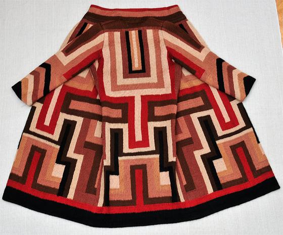 Sonia Delaunay'ın 1923-24 yılında Gloria Swanson için tasarladığı manto. www.artnet.com