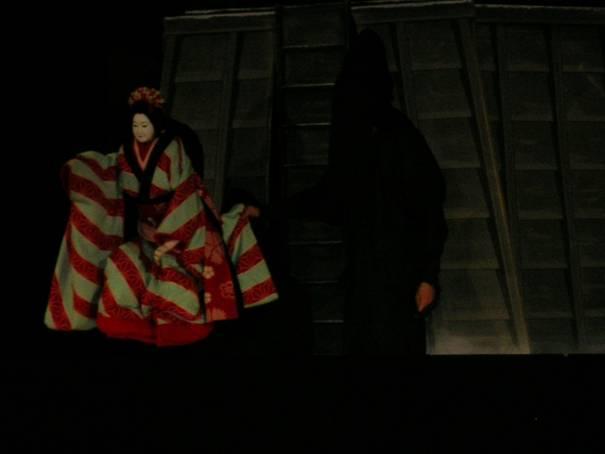 Kyoto'da izlediğimiz bunraku kukla tiyatro oyunu bir aşk hikayesini anlatıyordu.