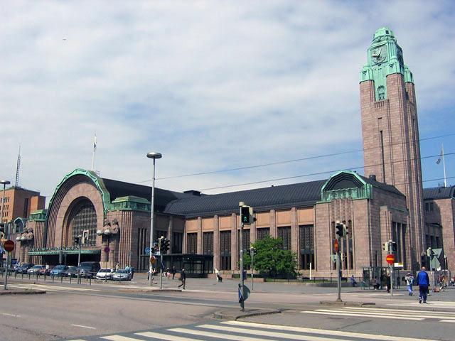 Mimaride Art Deco'nun ilk büyük örneğinin Eliel Saarinen'in Helsinki Garı olduğu öne sürülür.