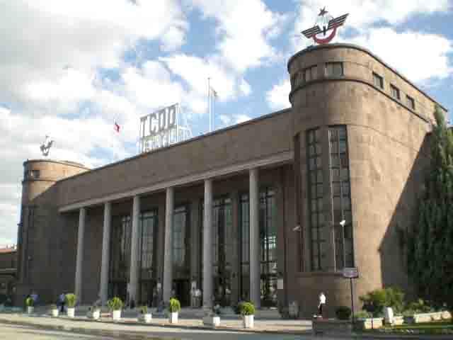 Ankara'daki gar binasının inşaatı 1935 yılında başlamış, 1937 yılında hizmete açılmıştır. Mimarı, Şekip Akalın'dır.