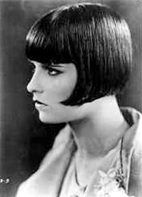 Film yıldızı Louise Brooks, düz hatlı, açılı, 'bob' adı verilen egzotik saç kesimi ile Art Deco görünümüne harika bir örnekti ve saç stili binlerce kadın tarafından taklit edildi. brooksie.tumblr.com
