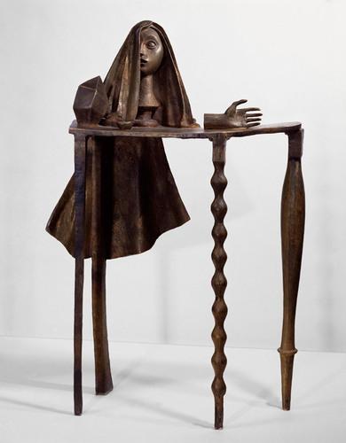 Alberto Giacometti (1901-1966), Sürrealist Masa, 1933 (üstte). Sabahın Dördünde Saray, 1932 (altta). İncecik Ekspresyonist heykelleriyle tanınan Giacometti, Sürrealist yapıtlarını sonraları şiddetle reddetmiştir. Sabahın Dördünde Saray, oneirizm ile yapılmıştır.