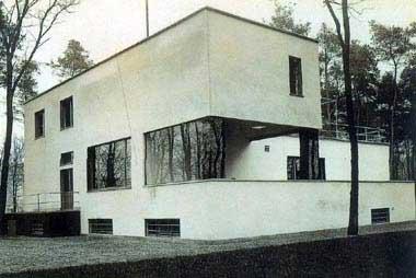 Gropius: Bauhaus Master's Evi. Mimarı Lyonel Feininger. Dessau, 1926. Bu evler Almanya'daki modern mimarinin ilk örnekleri oldular.
