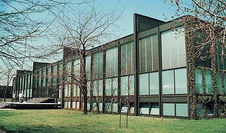 Chicago ve yakınında beş kampusu olan Illionis Teknoloji Enstitüsü'nün bir çok binasını mimarlık okulunu 1938-1958 yılları arasında yöneten Mies van der Rohe tasarlamıştır. Fotoğraf: technologyin.org