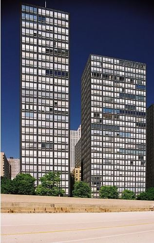 Mies'in Chicago'da yaptığı Lake Shore Drive Apartmanları. Fotoğraf: tr-pinterest.com