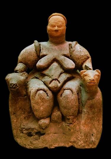 MÖ 7200-5900 arasına tarihlenen Çatalhöyük'ün ünlü ana tanrıça heykelciği.