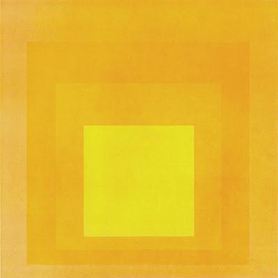 Albers ilk kez değişmeyen bir biçimi renklerle çeşitlendirdi. Başyapıtı olan Kareye Saygıyı 1950'den sonra çalışarak rengin durum, çevre, ışık yoğunluğu gibi faktörlere bağlılığını gösterdi.