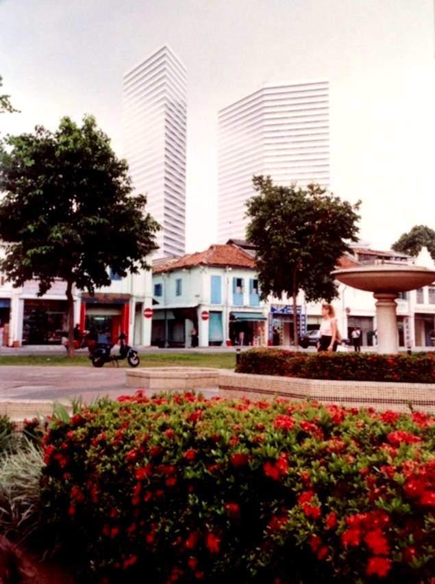 Singapur merkezden iki görüntü.