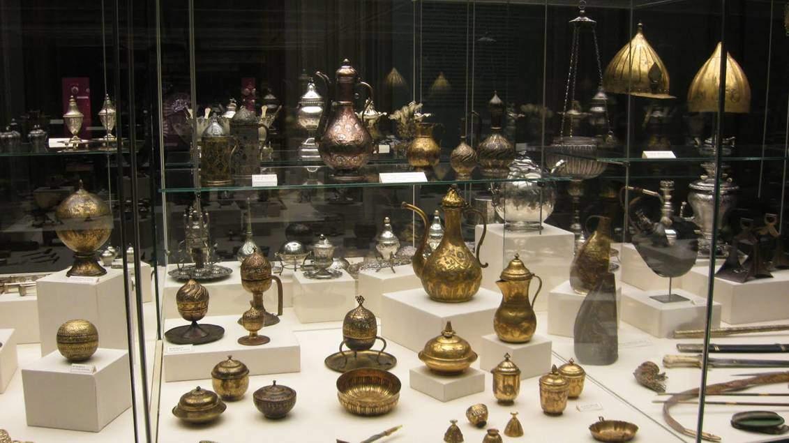 Sadberk Hanım Müzesi, Osmanlı pirinç ve tombak eserler. Fotoğraf:guven-guven.blogspot.com