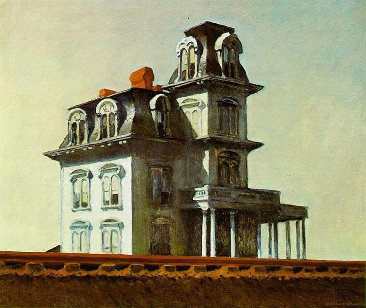 Edward Hopper, House by the Railroad, 1925. Bu tablosu, sanatçının olgunluk döneminin başlangıcı olarak kabul edilir. Bu eser, boş kent ve kır manzaralarında sert çizgiler ve geniş şekiller kullandığı, olağandışı ışıklandırmalar ile konu ettiği objelerin yalnızlığını vurguladığı serisinin başlangıcı oldu. Eserlerindeki sinemavari geniş kompozisyonlar, ışığın dramatik kullanımı ve karanlık, ressamı film yapımcıları arasında da popüler kıldı. Örneğin bu tablonun Alfred Hitchcock'un 1960 yapımı filmi Psycho'daki eve ve Terrence Malick'in Days of Heaven isimli filminde kullanılan eve örnek olduğu söylenir. Fotoğraf:www.edwardhopper.net