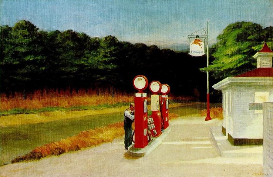Edward Hopper, Gas, 1940. Tabloda boş bir kır yolunun kıyısındaki benzin istasyonunun yapay ışığı ile gökyüzünün doğal ışıklarının kesişmesi görülür. Hopper'ın pek çok çalışmasında insanoğlunun çevreyle olan keskin ilişkisi işlenir. Tabloları filmlerdeki sessiz sahneler gibidir. Hopper'ın resimlerindeki karakterler de zirveye ulaşılan bir sahnenin öncesinde ya da sonrasında resmedilmiş gibidirler. Fotoğraf:www.edwardhopper.net