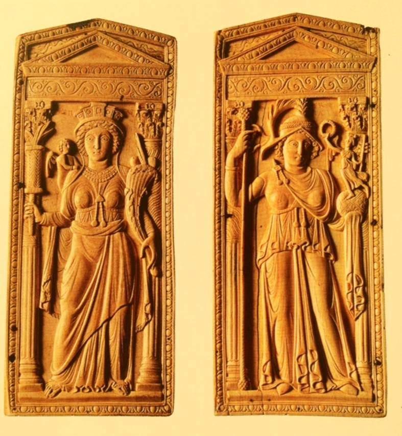 5. yüzyıl sonu, 6. yüzyıl başına tarihlenen fildişi Roma ve Konstantinopolis betimli diptik (açılıp kapanabilen yüzeylerden oluşan iki parçalı resim). Sağdaki Konstantinopolis, Roma'dan bir santimetre daha yüksek. Tesadüfen mi, bilerek mi yapıldığını merak ettim. Viyana, Kunsthistorisches Museum. Fotoğraf: Bizantion'dan İstanbul'a Bir Başkentin 8000 Yılı, Sakıp Sabancı Müzesi, 2010.