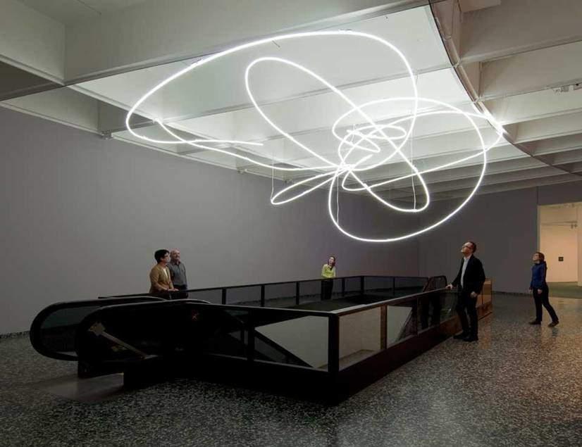 Lucio Fontana'nın 9. Milano Trianali için 1951 yılında yaptığı neonlu dekorasyon. Fotoğraf:www.domusweb.it