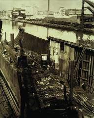 Charles Sheeler, Ford Fabrikası, River Rouge, Kanal ve Söküm Halinde Gemi, 1927, jelatin gümüş baskı, Lane Collection.