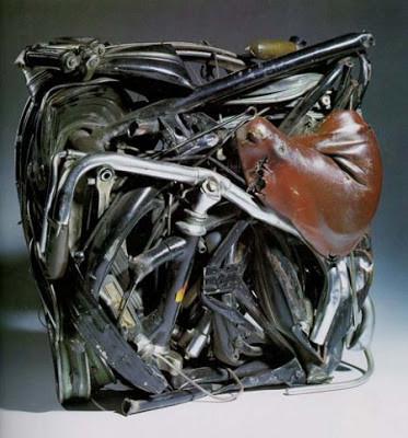 César'ın 1960 yılında yaptığı düşünülen sıkıştırma tekniği ile gerçekleştirilmiş bir eseri. Fotoğraf:velorunner.blogspot.com