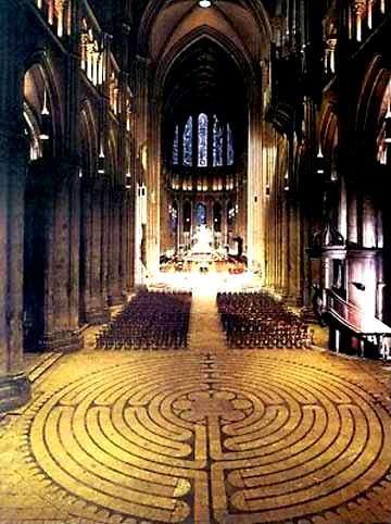 11 turlu Chartres Katedrali labirenti. Fotoğraf: www.crystalinks.com