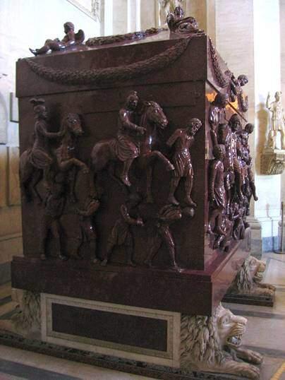 Vatikan'da Helena'nın üzeri av sahneleri konulu rölyeflerle süslü lahdi. Fotoğraf:tr.wikipedia.org