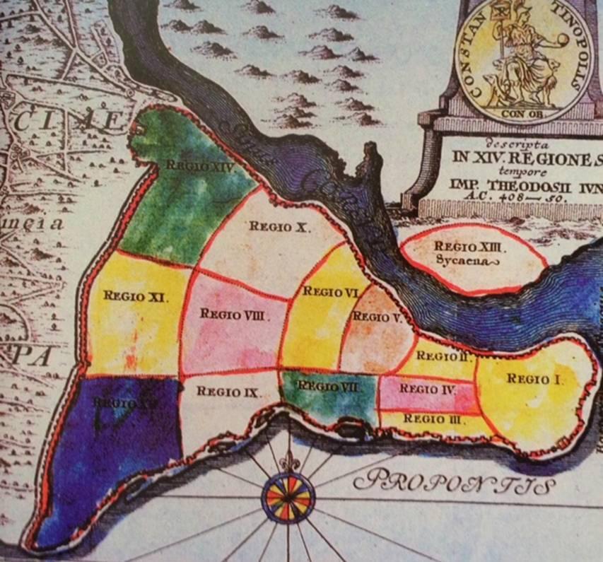 Konstantinopolis de, Roma gibi, 7 tepeli bir şehirdi ve yine Roma gibi yönetim açısından 14 bölgeye ayrılmıştı. Bölgelerin kesişme noktalarında birer forum yer alırdı. Büyük Konstantin zamanında sur dışında bulunan tek mahalle Blahernai idi. Fotoğraf:İstanbul Dünya Kenti Sergisi, YKY.