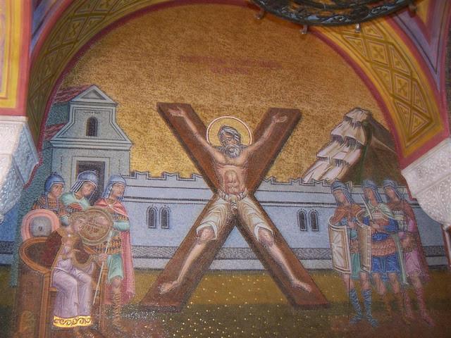 Yunanistan, Patras Agios Andreas Katedrali'nde Aziz Andreas'ın çapraz çarmıha gerilişini temsil eden katedraldeki fresk. İkonografide Aziz Andreas X ile sembolize edilir. Fotoğraf:blog.radikal.com.tr