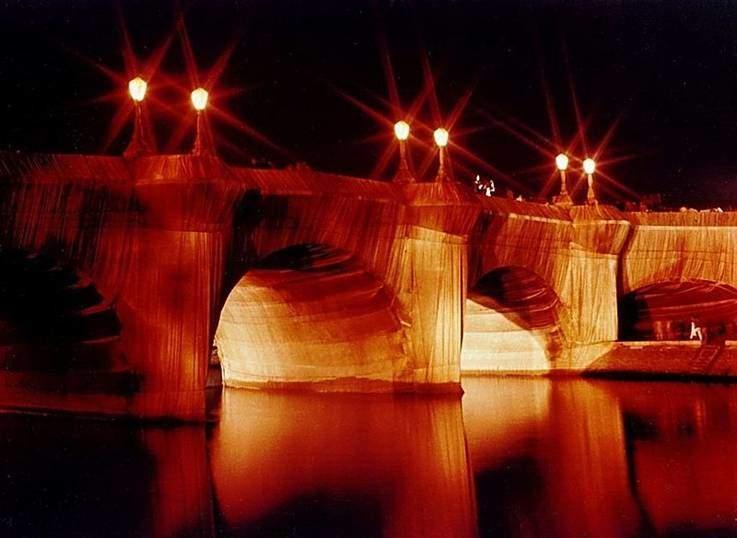 Pont Neuf'un paketlenmiş hali. Fotoğraf:en.wikipedia.org