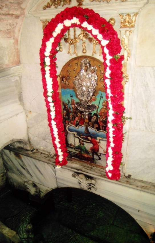 Silivrikapı'daki Kızlar Manastırı'nın içinde bulunan Balıklı Ayazma. Ayazma, kutsal olduğu düşünülen suyun bulunduğu yerdir.