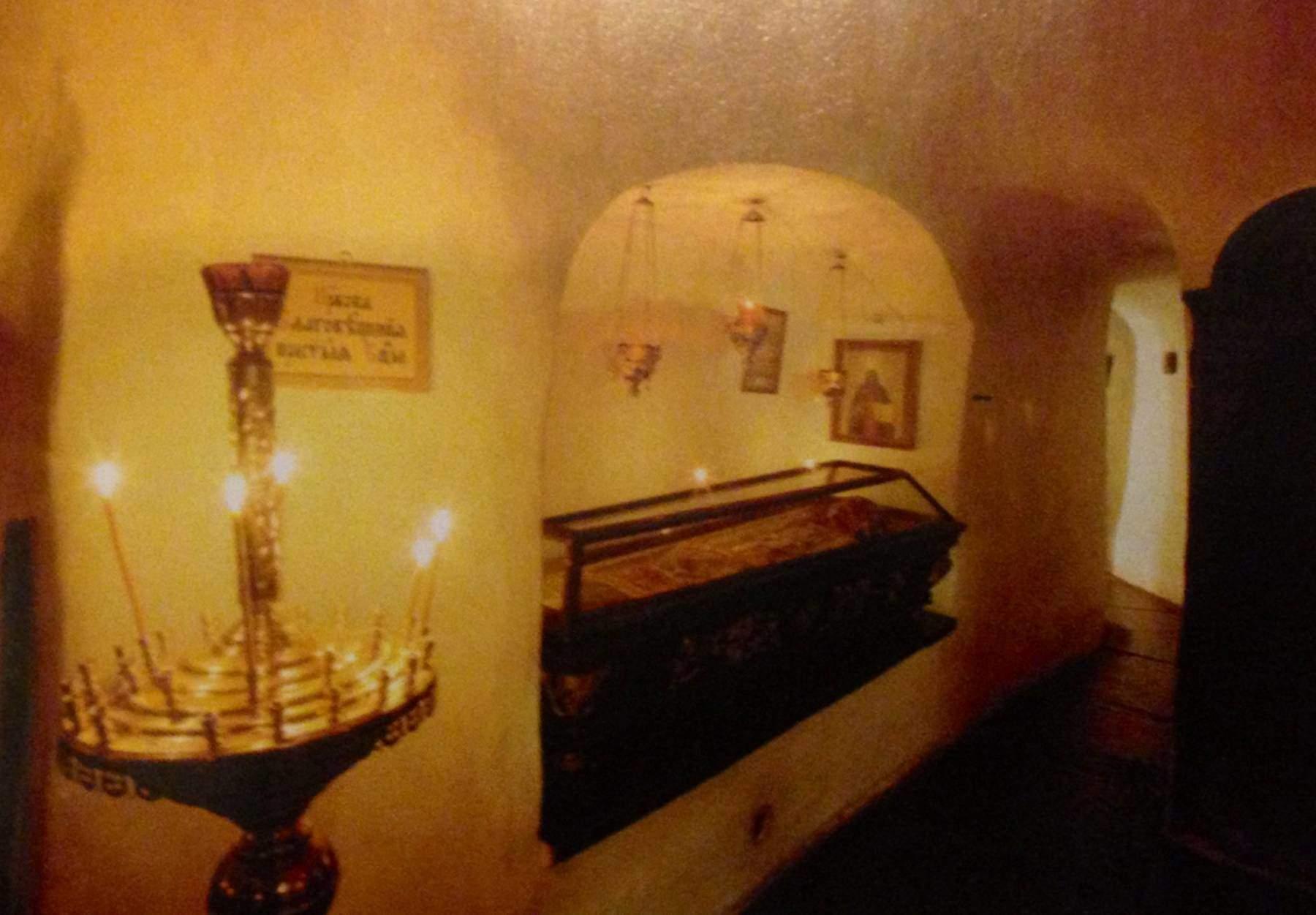 Din şehidi Vladimir'in rölikleri Lavra Manastırı'nın Uzak Mağaralar bölümünde yer alıyor. Fotoğraflar: Holy-Dormition Kiev-Pechersk Lavra, 2008.