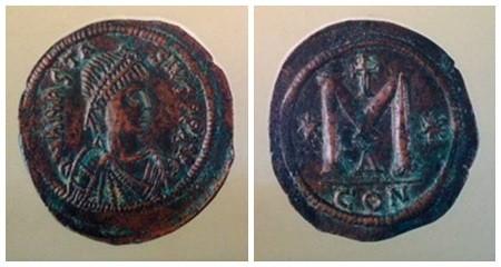 Birinci Anastasius (491-518) zamanında basılan bronz para. İstanbul Arkeoloji Müzesi.
